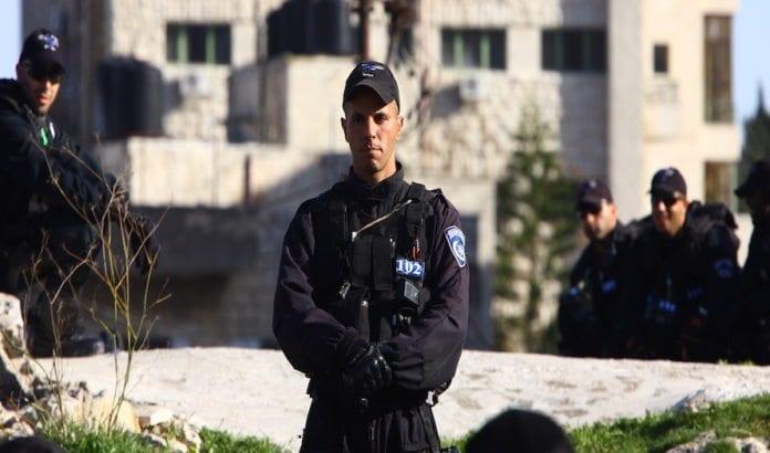 Store politistyrker jakter nå en mistenkt terrorist. Bildet er en illustrasjon. (Foto: Yossi Gurvitz/Flickr)