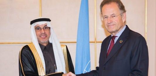 Abdulaziz Alwasil (t.v.) er Saudi-Arabias representant i FNs menneskerettighetsråd. Her blir han ønsket velkommen av Michael Møller, direktør for FN-kontoret i Genève. (Foto: Pierre Albouy, FN)