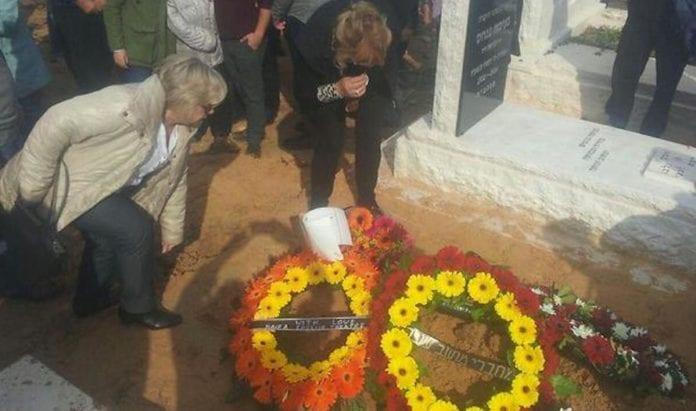 Flere hundre fulgte Guy Kafri til graven. (Foto: Privat)
