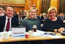 Henrik Gjerding (f.v.), Aina Stenersen og partileder Siv Jensen på årsmøtet til Oslo FrP 4. februar 2017. (Foto: Privat)