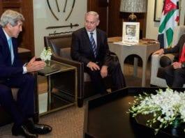 John Kerry, Benjamin Netanyahu og Kong Abdullah II i et annet møte i 2014. (Foto: Statsministerens kontor/Flickr)