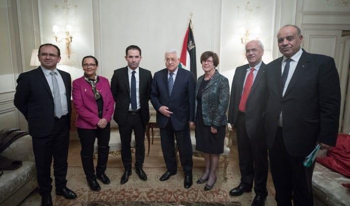 Palestinernes president, Mahmoud Abbas, på besøk hos den franske sosialisten Benoit Hamon. (Foto: Mathieu Delmestre/Flickr)