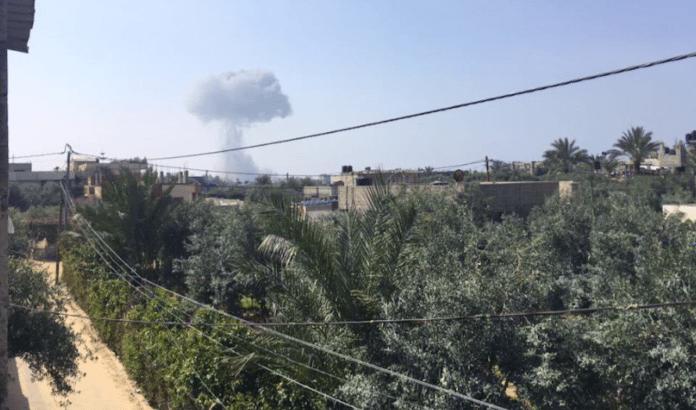 Israel skal ha bombet fem militære mål på Gazastripen mandag. (Foto: Skjermpdump Twitter)