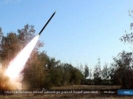 Dette er en skjermdump fra en tidligere video fra IS som angivelig skal vise et rakettangrep på Israel.