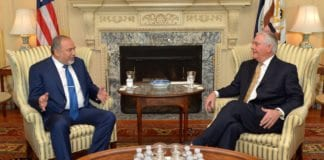 Forsvarsminister Avigdor Lieberman i møte med USAs utenriksminister Rex Tillerson. (Foto: US State Department/Flickr)