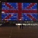 Rådhuset i Tel Aviv ble lyssatt som flagget Union Jack til minne om ofrene etter London-terroren. (Foto: Tony Kay/Twitter)