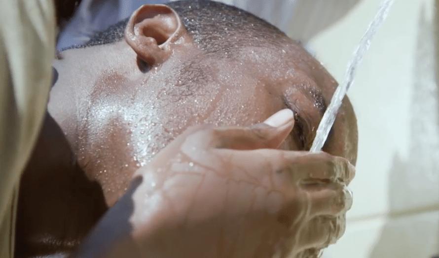 Den nye maskinen til Water-Gen gjør luft om til rent drikkevann. (Foto: Skjempdump YouTube)