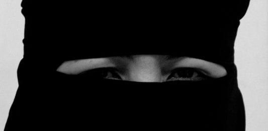 En muslimsk kvinne i Niqab (Foto: Edward Musiak, flickr)