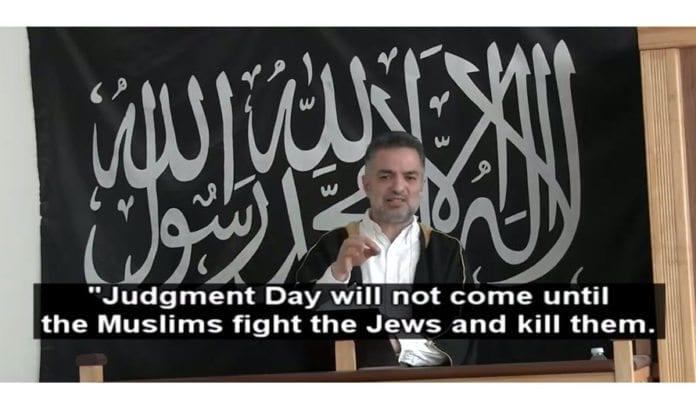 Moskéen har selv publisert talen Mundhir Abdallah holdt i København 31. mars 2017 på YouTube. Memri har lagt engelsk teksting på den arabiske talen.