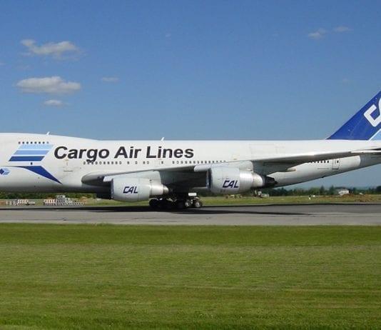 En Boeing 747 skal frakte tonnesvis med sjømat fra Norge til Israel. (Foto: Luc Williams/Wikimedia)