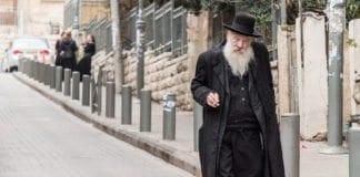En eldre mann spaserer i Jerusalem. Forventet levealder i Israel er en av de høyeste i verden. (Foto: Ronan Shenhav)