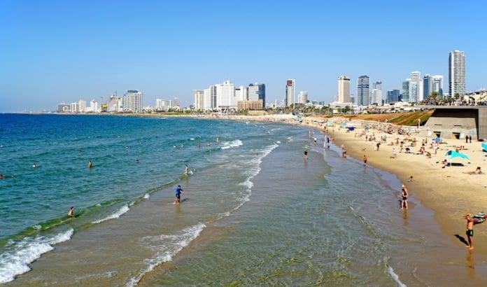 Stranden i Tel Aviv er et populært sted for turister som besøker Israel. (Foto: Dennis Jarvis/Flickr)