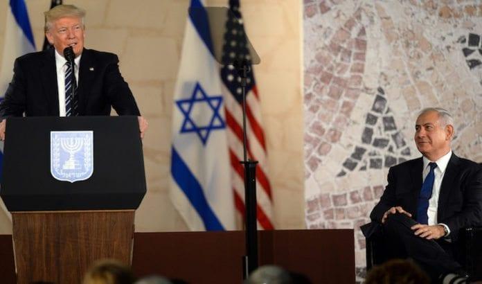 I sin avslutningstale i Israel skrøt Trump av Israel. Netanyahu likte det han hørte. (Foto: Haim Zach)
