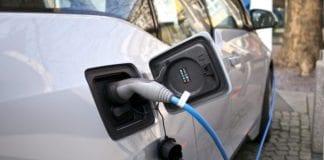 En ny batteriteknologi kan gjøre at elbiler kan lades opp på bare fem minutter. (Foto: Flickr)