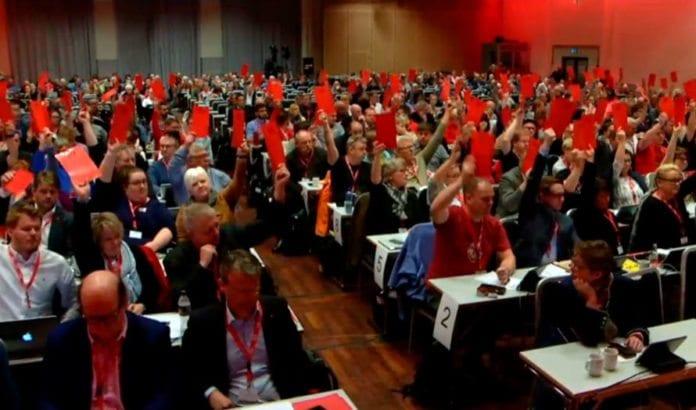 62 prosent av delegatene på LO-kongressen stemte for full boikott av Israel. (Skjermdump fra LOs direktesending)