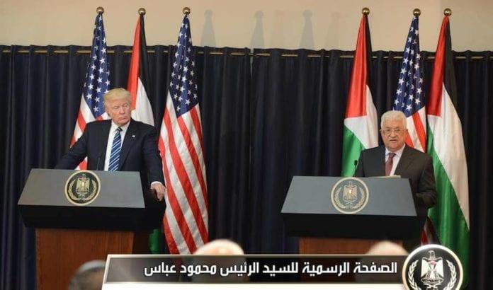 På pressekonferansen etter møtet tok Trump opp den palestinske terrorlønnen. (Foto: PA)