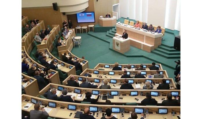 Knessets president Yuli Edelstein taler til Russlands parlament 28. juni 2017. (Foto: Twitter/ Skjermdump)