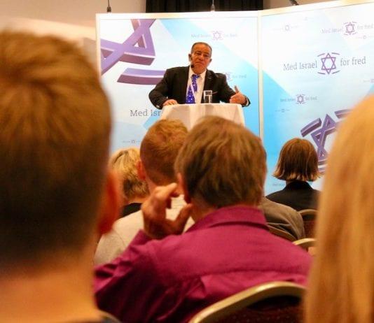 Bassem Eid holdt et svært spennende foredrag om palestinernes interne konflikter. (Foto: Bjarte Bjellås)