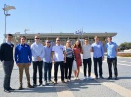 Deltakerne på MIFFs ungdomstur i 2017 fikk en omvisning i det israelske parlamentet, Knesset. (Foto: Bjarte Bjellås)