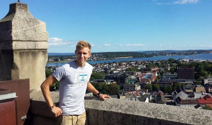 Lasse Eriksen kommer neppe til å kjøpe mer pizza hos en selger som vil styre hvilken t-skjorte han går med. (Foto: Privat)