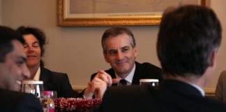 Jonas Gahr Støre i møte med blant annet Telenor i India i 2010. (Foto: Utenriksdepartementet, flickr)