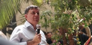 Det var outsideren Avi Gabbay som til slutt ble valgt til ny leder av arbeiderpartiet. (Foto: Faksimile Facebook)