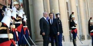Frankrikes president Emmanuel Macron tar imot Israels statsminister Benjamin Netanyahu. (Foto: Haim Zach/Flickr)