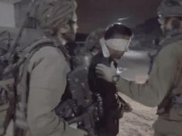 Mohammed al-Barghouti pågripes av israelske sikkerhetsstyrker på Vestbredden. (Foto: Skjermdump Youtube)