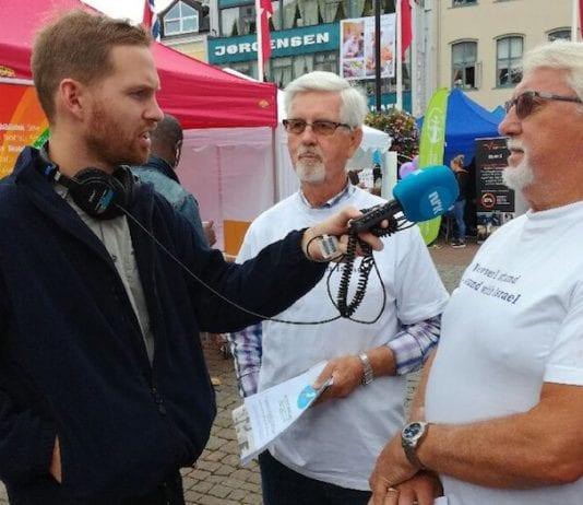 Gabriel Edland og Kai B. Isnes blir intervjuet av NRK under Arendalsuka. (Foto: Jan Nordstokkå)