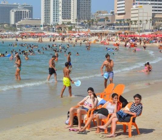 I løpet av årets seks første måneder har 2,1 millioner turister besøkt Israel. Det er en kraftig økning fra i fjor.