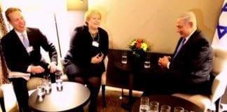 Utenriksminister Børge Brende og statsminister Erna Solberg møter Israels statsminister Benjamin Netanyahu i Davos i januar 2014. (Skjermdump fra NTB Scanpix film på Aftenposten.no)