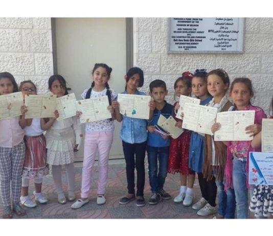 Elever ved Dalal Mughrabi barneskole. (Foto: Facebook)