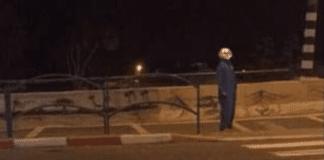 Personer utkledd som klovner går rundt og skremmer mennesker i Israel. (Foto: Skjermdump Youtube)