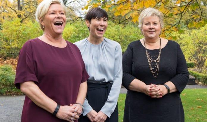 Siv Jensen, Ine Marie Eriksen Søreide og Erna Solberg 20. oktober 2017. (Foto: Arvid Samland/Statsministerens kontor, flickr)