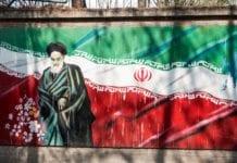 En hyllest til den iranske lederen Ayatollah Khamenei i den iranske hovedstaden Teheran. (Foto: Frode Ramone/Flickr)