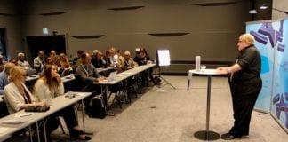 Tuvia Tenenbom hadde foredrag på MIFF Forum på Gardermoen. (Foto: Bjarte Bjellås)