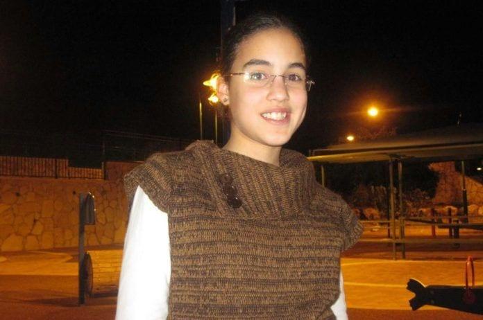 Hodaya Assulin var 14 år gammel da hun ble skadet i et bombeangrep. Seks og et halvt år senere døde hun av skadene. (Foto: Privat)
