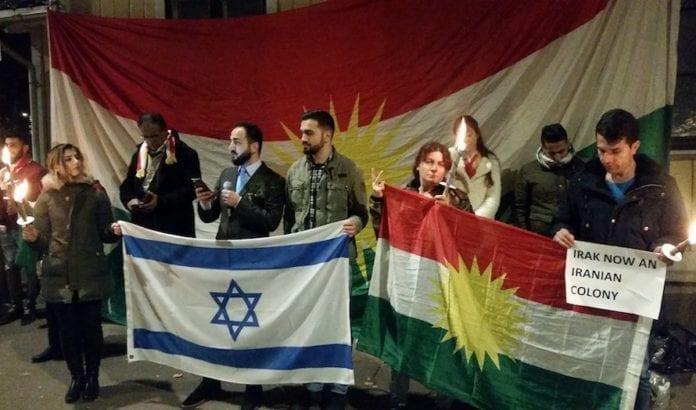 Kurdere i Norge takker Israel for støtten utenfor den israelske ambassaden i Oslo. (Foto: Komiteen for et selvstendig Kurdistan)