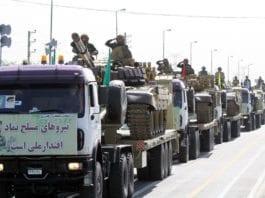 Den iranske revolusjonsgarden viser seg fram på en militærparade i Irans hovedstad Teheran. (Foto: Wikipedia)