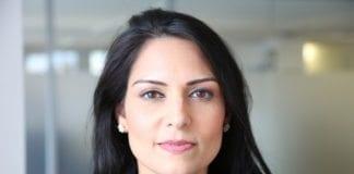 Bistandsministeren Priti Patel måtte trekke seg fra jobben på grunn av uoffisielle møter i Israel. (Foto: Russell Watkins/Flickr)