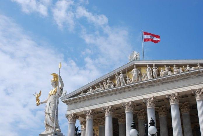 Den nye regjeringen i Østerrike ønsker et bedre forhold til Israel og det jødiske folk. Her fra parlamentet i Wien. (Foto: Flickr)