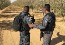Det pågår nå en storstilt politijakt etter terroristen som knivstakk og drepte en israelsk 19-åring i Arad. (Foto: Politiet)