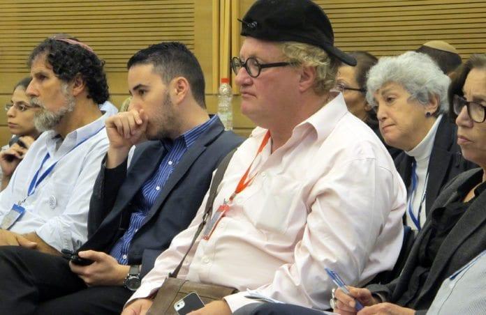 Forfatter Tuvia Tenenbom i Knesset. (Foto: Ta jøden!)