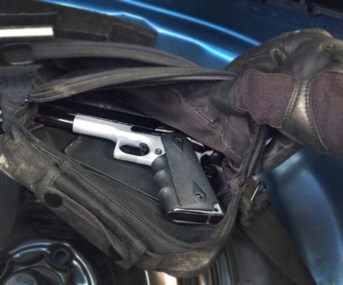 Israelske sikkerhetstjenester beslagla en pistol som de mener de siktede planla å bruke under kidnappingen. (Foto: Shin Bet, via Times of Israel)