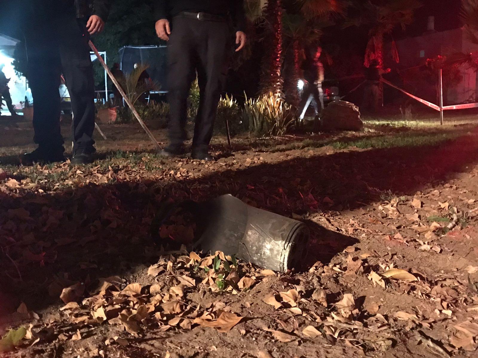 En rakett fra Gazastripen landet inne på israelsk territorium 17. desember. (Foto: Det israelske politiet)