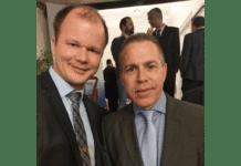 Conrad Myrland, daglig leder i MIFF, og Israels strategiminister Gilad Erdan i Brussel 7. desember 2017. (Foto: Privat)