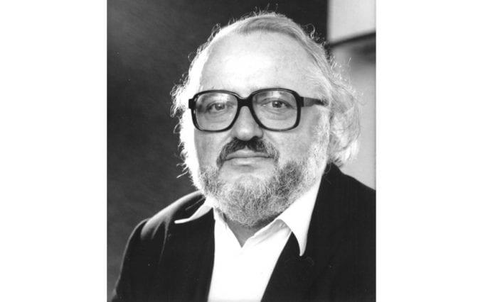 Med Israel for fred skrev nekrolog over Jahn Otto Johansen. (Foto: Aschehoug)
