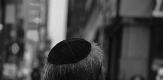 Mange europeiske jøder føler seg utrygge ved å bære en kippa i det offentlige rom. (Foto: Amanjeev/Flickr)