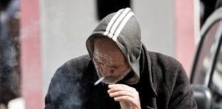 Røyking er et stort problem i Israel. Nå vil politikerne ha et forbudt mot tobakksreklame. (Foto: Hernán Piñera/Flickr)