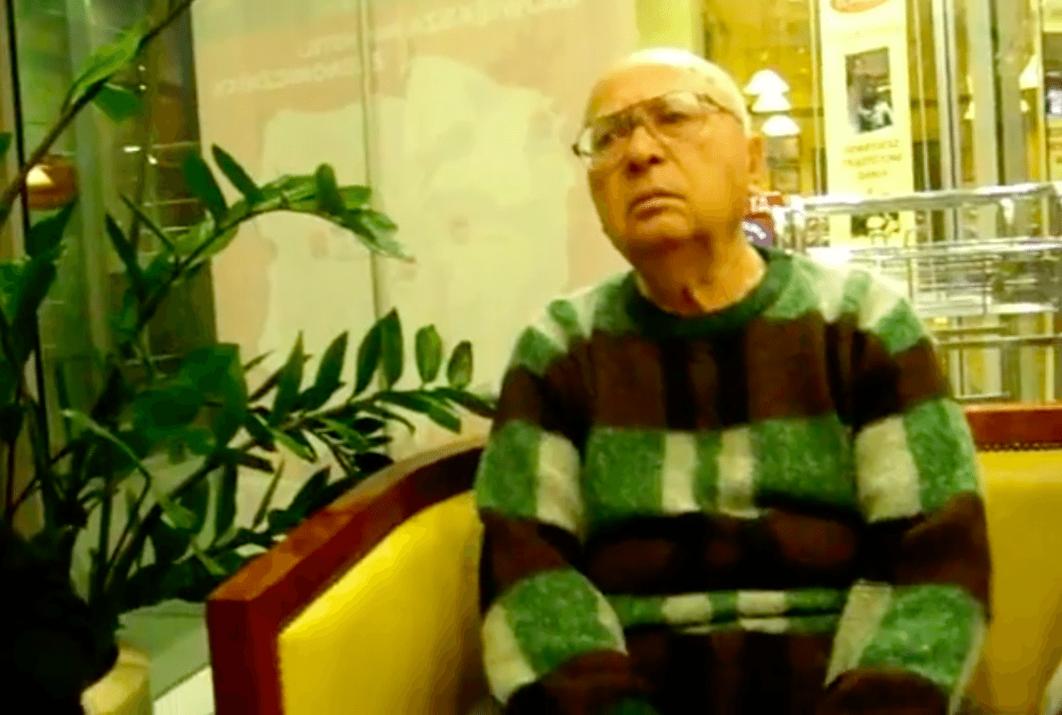Arkady Weisspapier under et intervju i 2008. (Foto: Skjermdump Youtube)